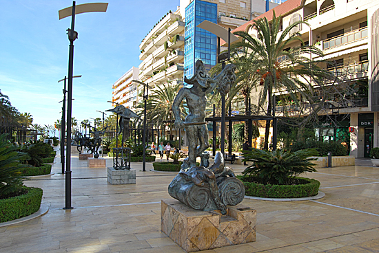 Avenida del Mar, Parking, Dalí statues, The Alameda Park